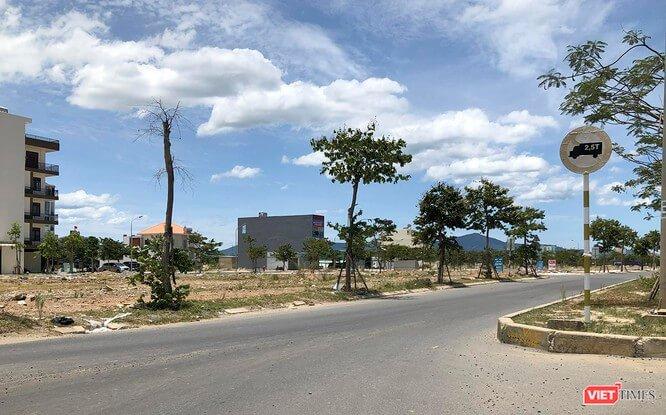 Tuyến đường tại khu đô thị Nam Hòa Xuân từng có hàng trăm quầy giao dịch môi giới BĐS.