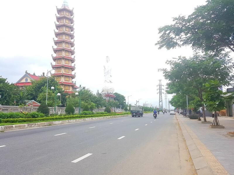 tuyến đường Hoàng Thị Loan